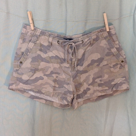 GAP Pants - Gap Duck Camo Linen Shorts